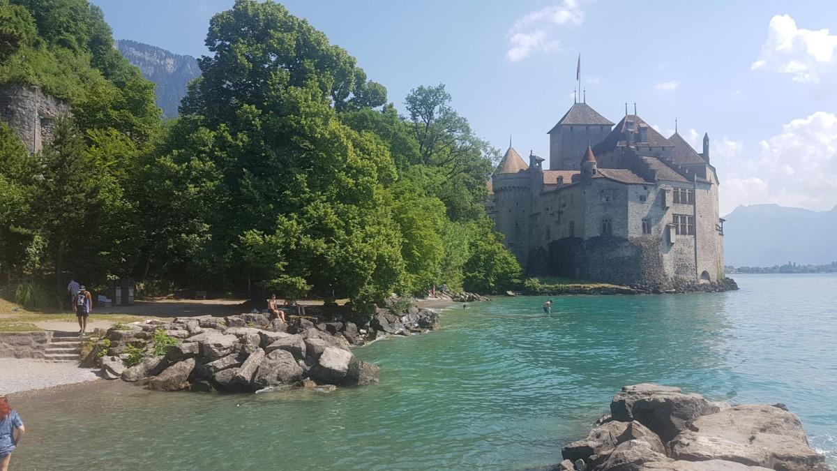 la plage du château de Chillon