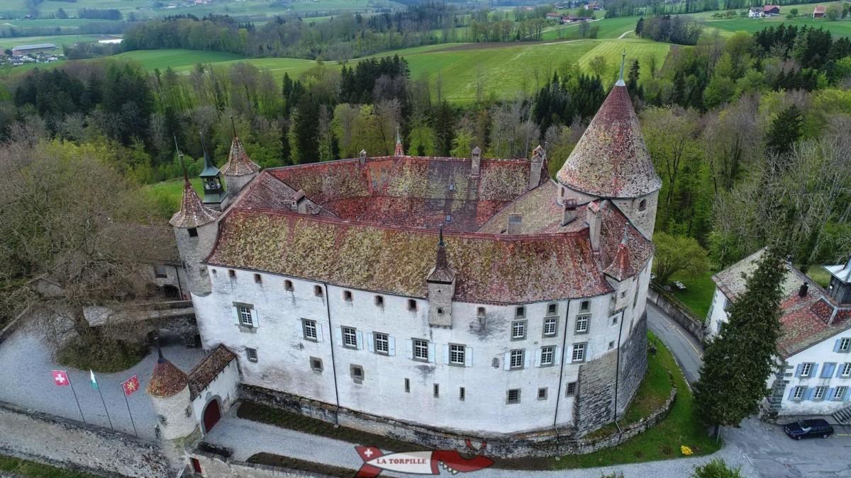 Le château d'Oron avec son donjon sur la droite.