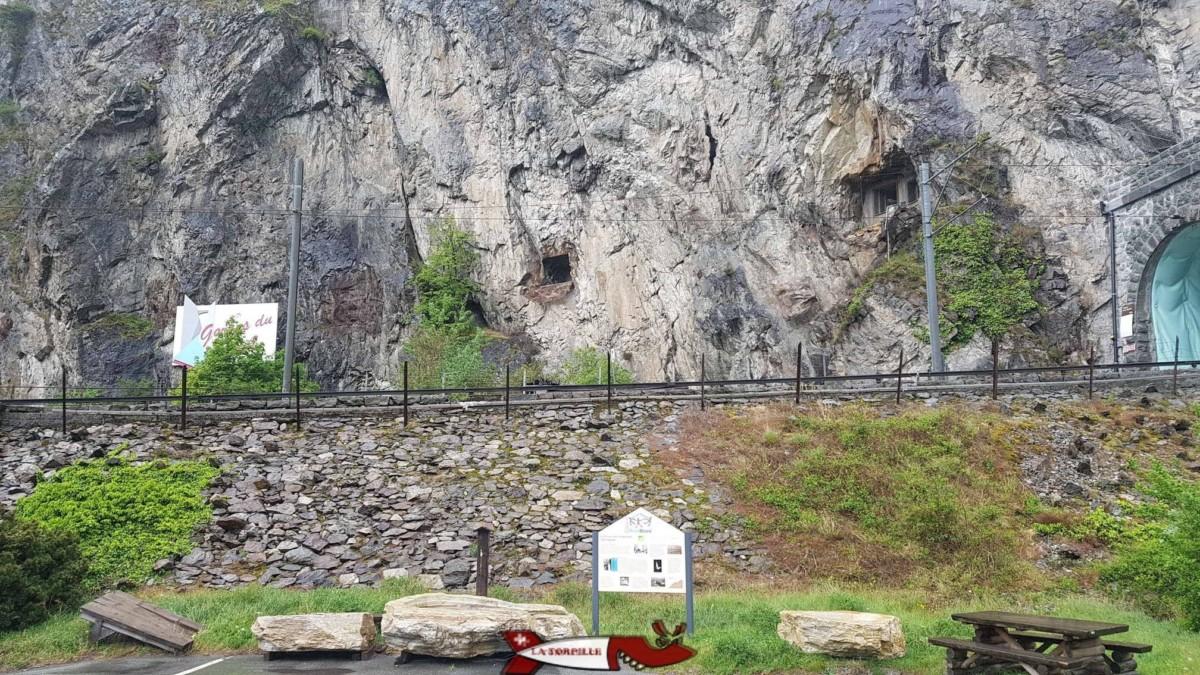 A côté des gorges du Trient, l'entrée du fort de Vernayaz par le tunnel du train et les emplacement des canons anti-char - forts militaires de suisse romande
