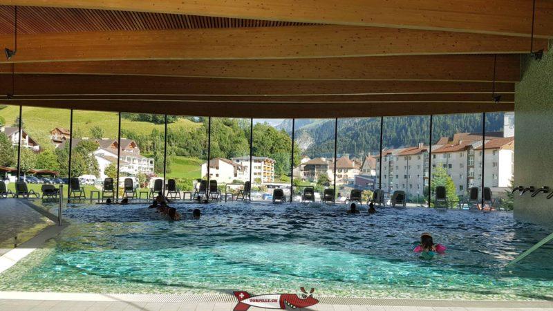 Le grand bassin intérieur. bains thermaux de la gruyère - Charmey
