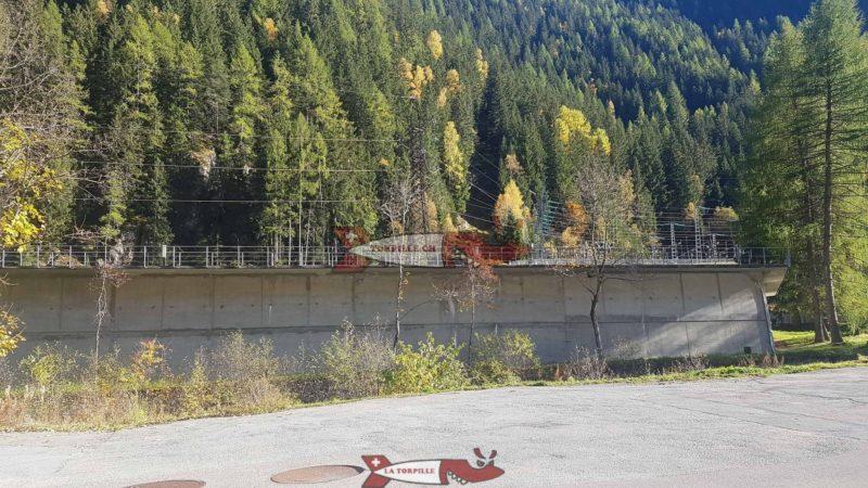 Le bassin d'accumulation de Châtelard-Frontière en Suisse recevant les eaux turbinées de Vallorcine et de la rivière Eau-Noire