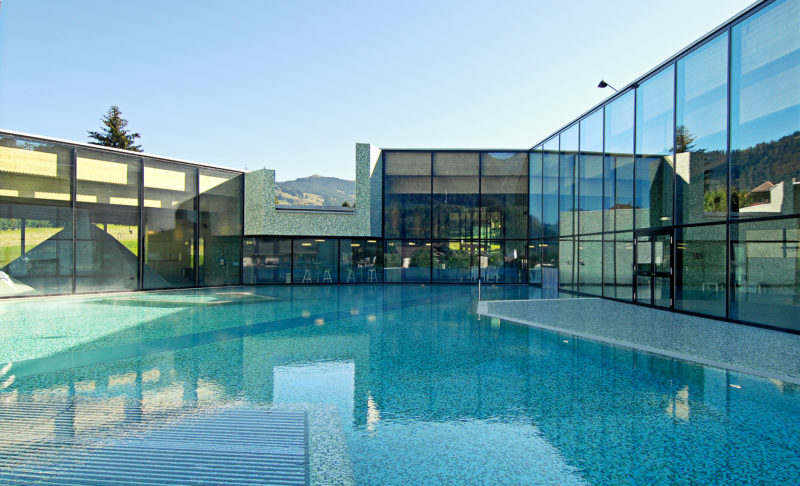 The glass structures around the outdoor pool. Photo: lesobservateurs.ch