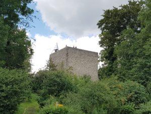 La tour de Gourze depuis le parking.