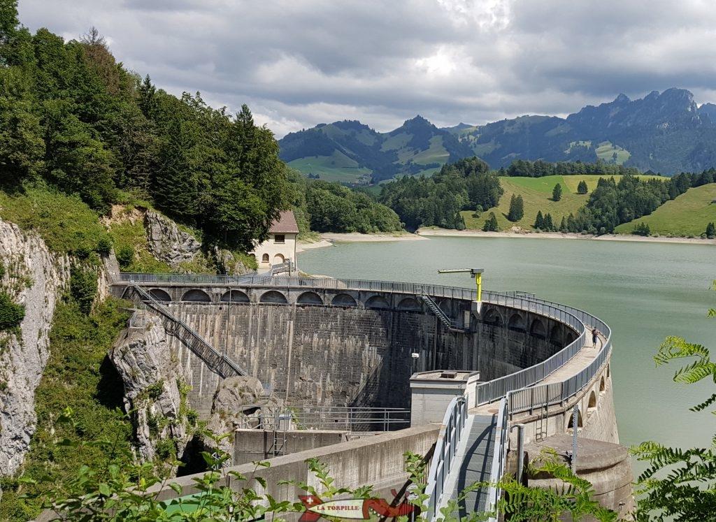 Le barrage de Montsalvens entre Broc et Charmey.