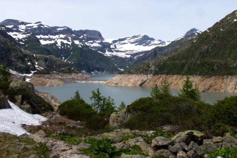 Le barrage de la Barberine encore bien visible quand les eaux du barrage d'Emosson sont basses