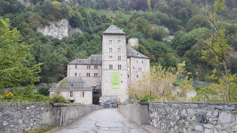 Le château de St-Maurice au dessus du Fort Cindey