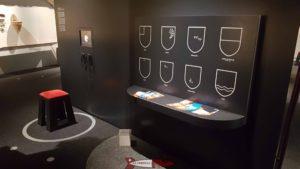Un jeu pour les enfants az musée gruérien consistant à placer les écussons des différentes communes au bon endroit.