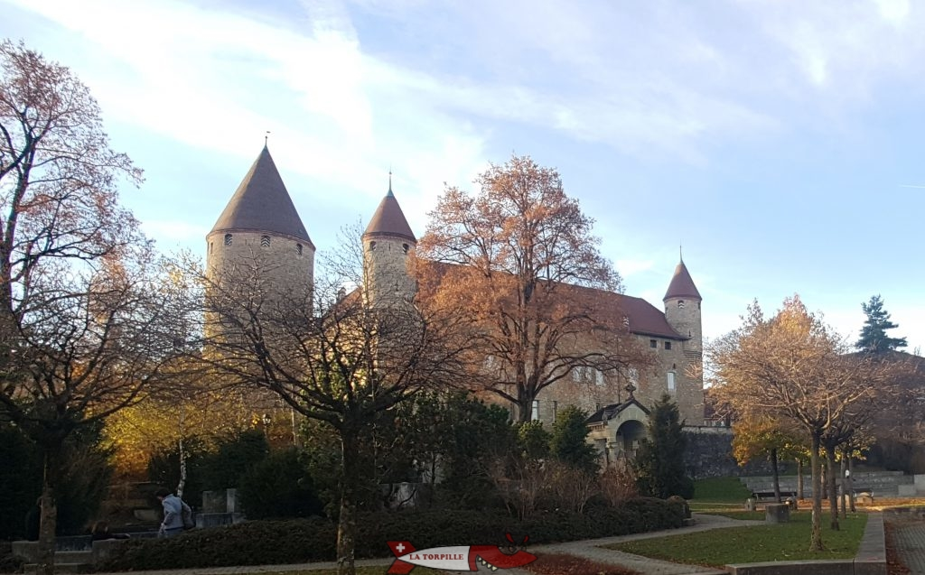 Le château de Bulle visible depuis l'entrée du musée gruyérien