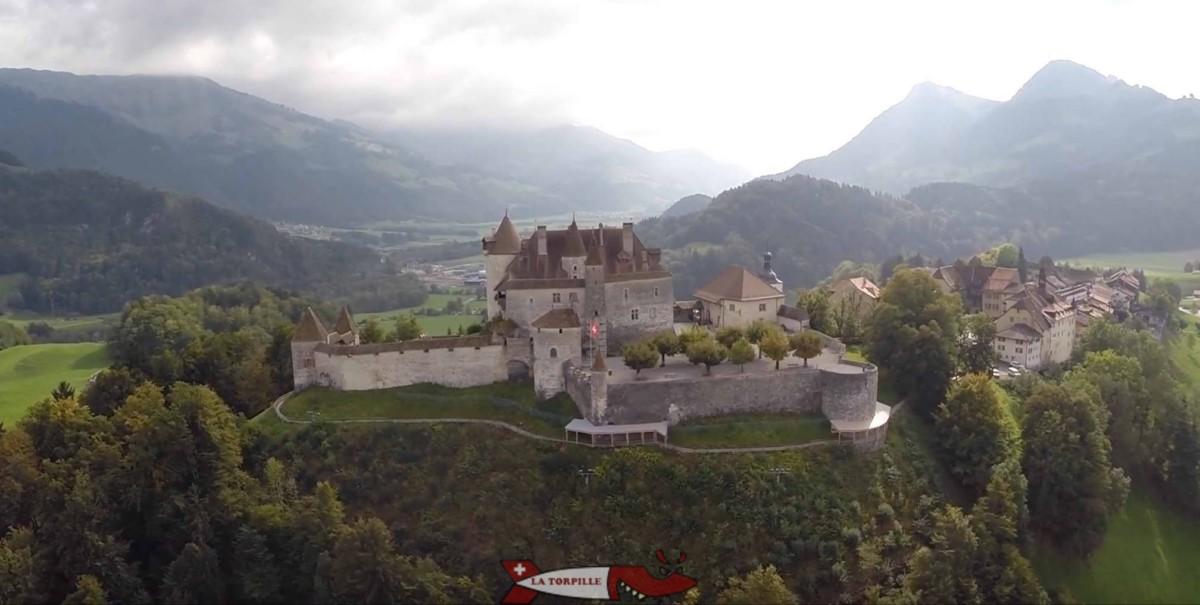 Le magnifique château de Gruyères, siège des comtes de Gruyères.