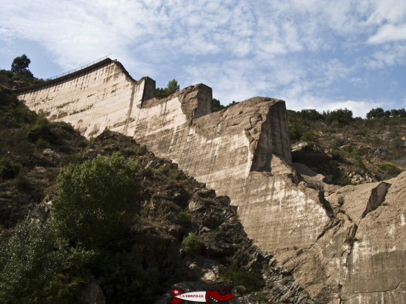 Les restes du barrage de Malpasset.