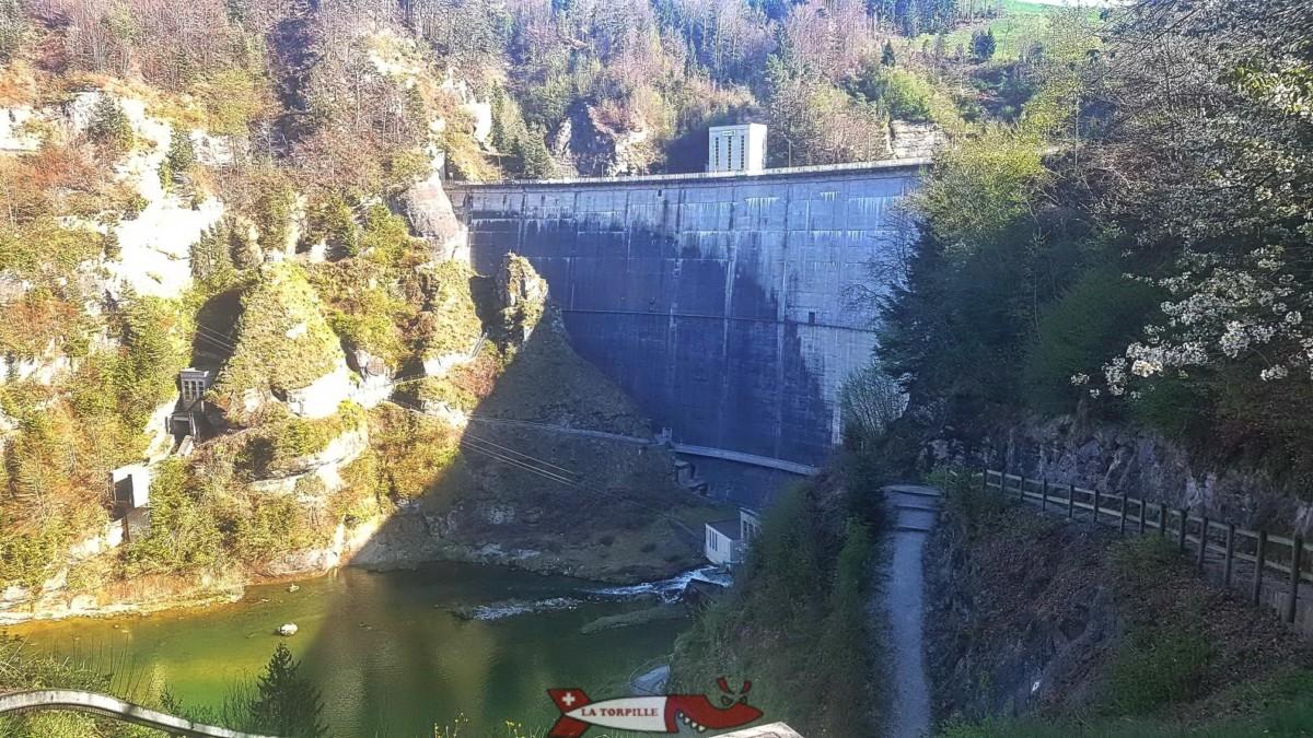 Le barrage de Rossens qui retient les eaux du lac de la Gruyère.