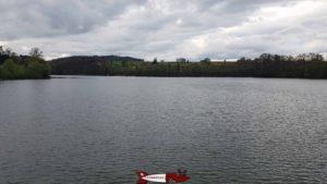 Le lac depuis le couronnement du barrage de Schiffenen.