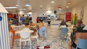 The restaurant accessible from the baths (photo) and outside to the thermal baths of Saillon