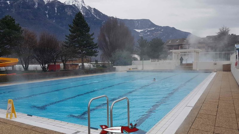 A large outdoor pool at 28C at the Saillon thermal baths