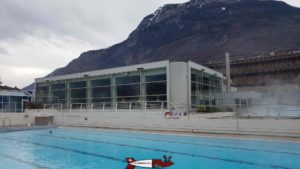 The building housing the indoor swimming pool and the entrance to the Saillon thermal baths.