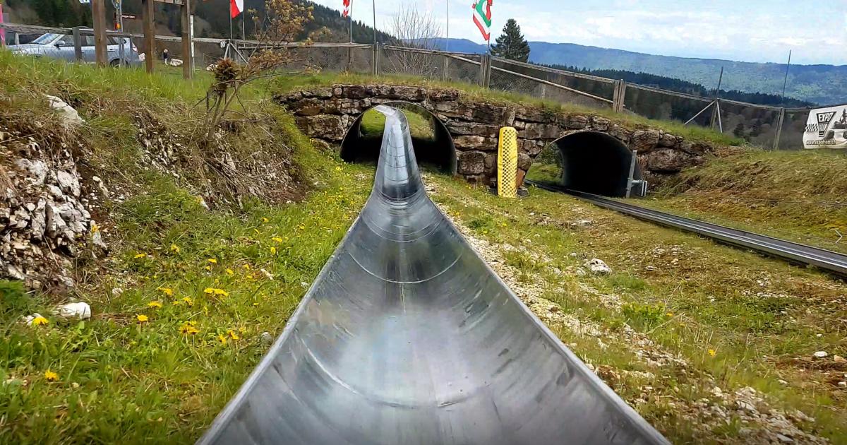 La luge d'été à la Vue-des-Alpes entre la Chaux-de-Fonds et Neuchâtel.