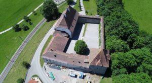 Le château de Vaulruz vu depuis un drone.