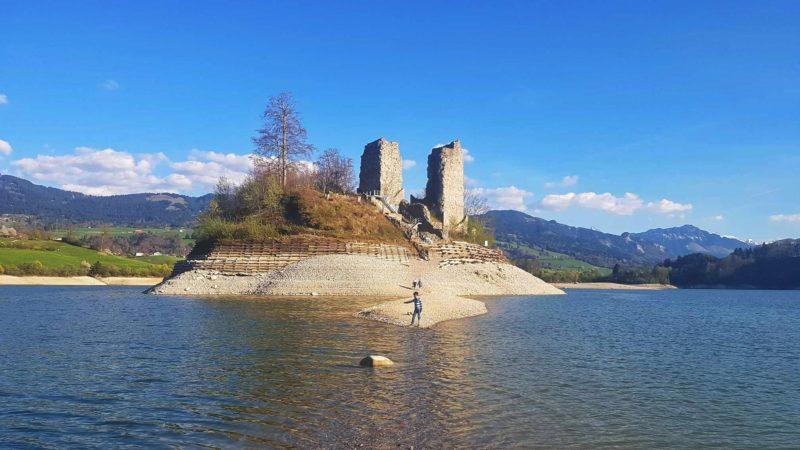L'Ile d'Ogoz formée par le barrage de Rossens
