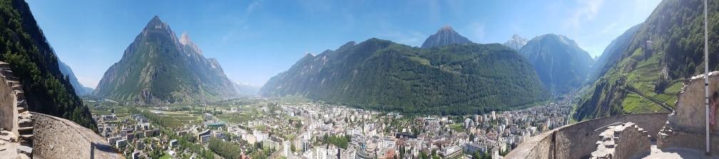 Vue panoramique depuis le sommet du donjon du château de la Bâtiaz