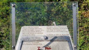 Panneau d'information sur le chemin menant au barrage de Mauvoisin
