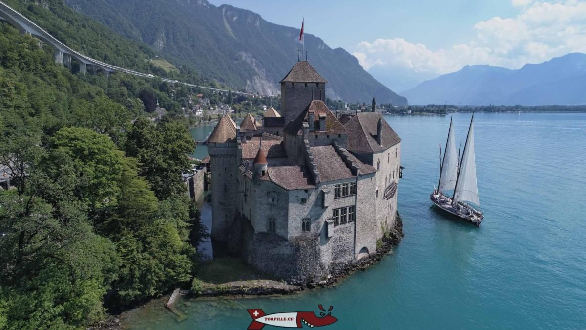 Le Château de Chillon jsute à côté du fort de Chillon - forts militaires de suisse romande