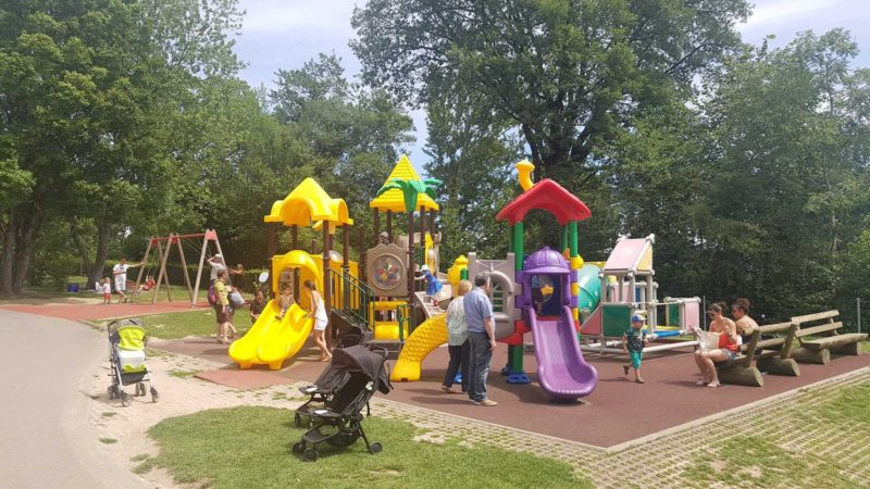 The Signal of Bougy offers a large playground with some attractions for toddlers.