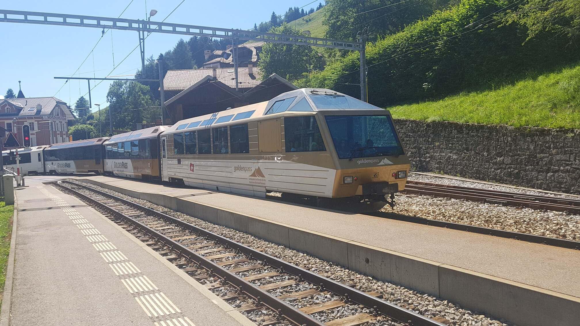 Train Montreux Oberland Bernois