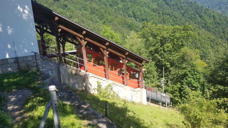 The Avants-Sonloup funicular at the upper station of Sonloup.