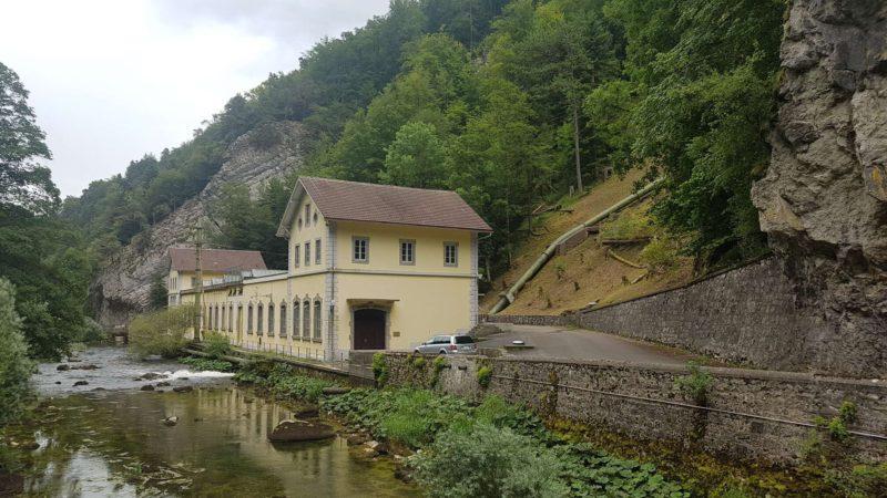 L'usine de Combe-Garot le long des gorges de l'Areuse