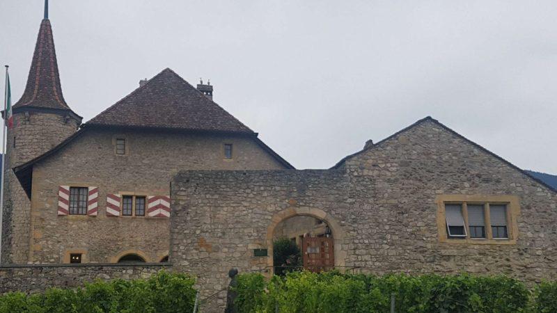 La château de Boudry le long des gorges de l'Areuse
