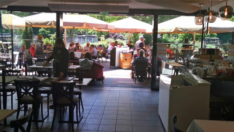 Le restaurant avec la terrasse.