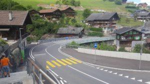 Route moderne sur les Vieux Moulins de la Tine