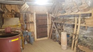 De vieux outils aux Vieux Moulins de la Tine