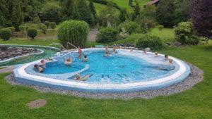 Le jaccuzzi extérieur aux bains thermaux de Val d'Illiez