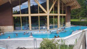 Le bassin extérieur aux bains thermaux de Val d'Illiez