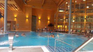 Le bassin intérieur aux bains thermaux de Val d'Illiez
