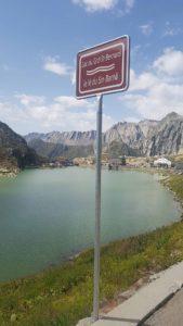 La lac du Grand-Saint-Bernard près de l'Hospice du Grand-Saint-Bernard