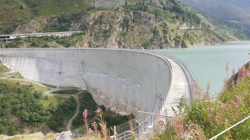Le couronnement du barrage des Toules fermé au publique.