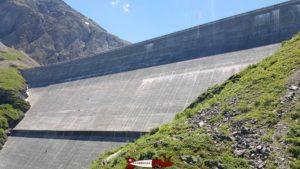 Le barrage de la grande dixence depuis le télécabine proche des Pyramides d'Euseigne