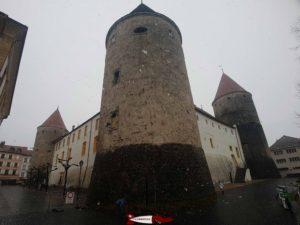 Le château d'Yverdon construit de manière similaire à celui de Champvent