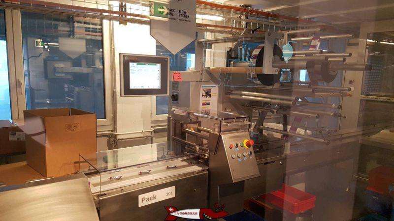 On peut suivre la fabrication robotisée de barres chocolatées à la maison cailler