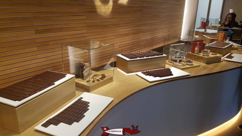 Dégustation des différents chocolats Cailler comme les séries Frigor ou Femina à la maison cailler