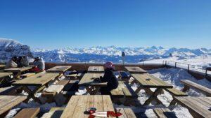 terrasse scex rouge à la gare d'arrivée du téléphérique Glacier 3000