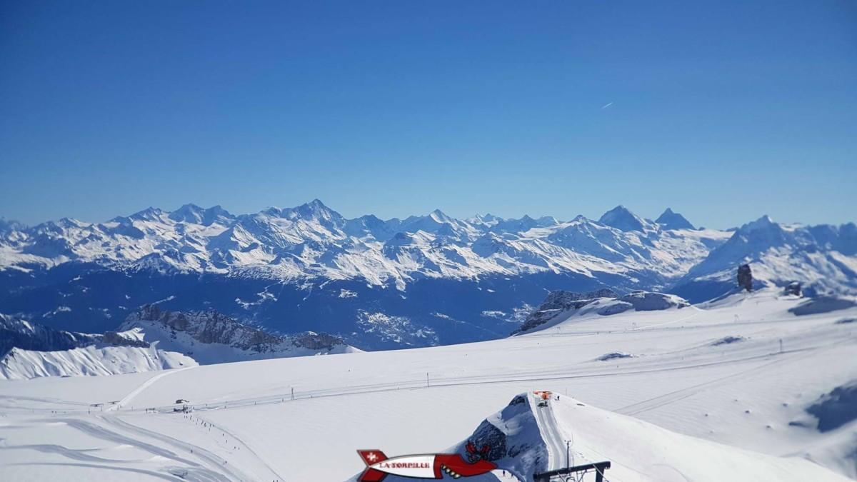 """La vue sur les Alpes valaisannes depuis """"Peak-Walk""""."""