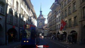 La tour de l'horloge de Berne ressemblant à celle de la vieille ville de Morat