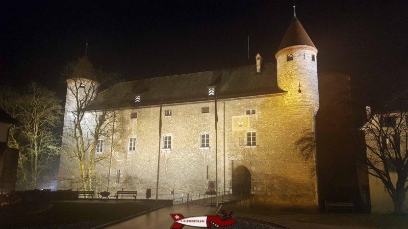 Le château de Bulle de nuit.