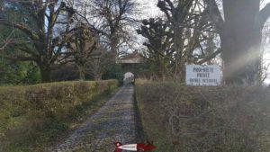 Le chemin d'accès au château de Blonay
