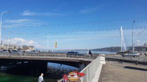 Le pont du Mont-Blanc et le jet d'eau de Genève
