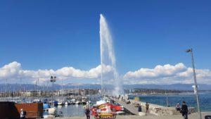 La jetée menant au jet d'eau de Genève