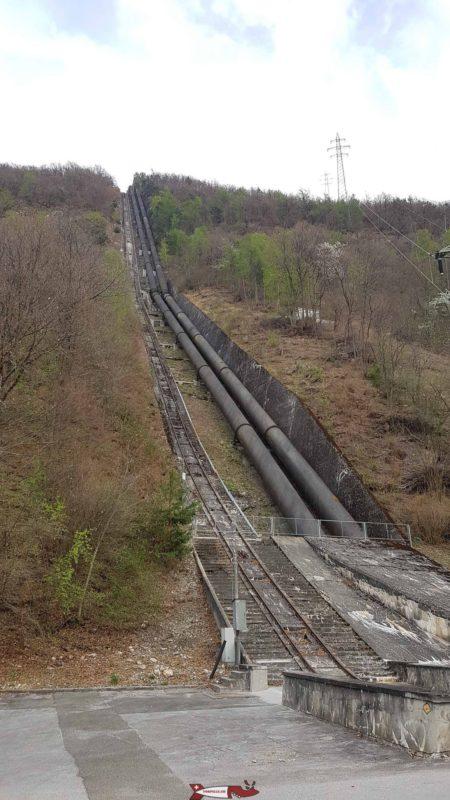 Conduites forcées à l'usine de Riddes/Ecône dans la vallée du Rhône reçevant les eaux du barrage de Mauvoisin
